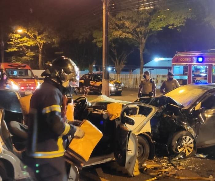 Dois motoristas ficam gravemente feridos em acidente no Contorno Sul