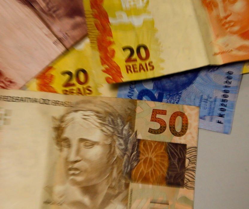 Desvalorização do Real frente ao Dólar pressiona o mercado, mas demanda segura a inflação