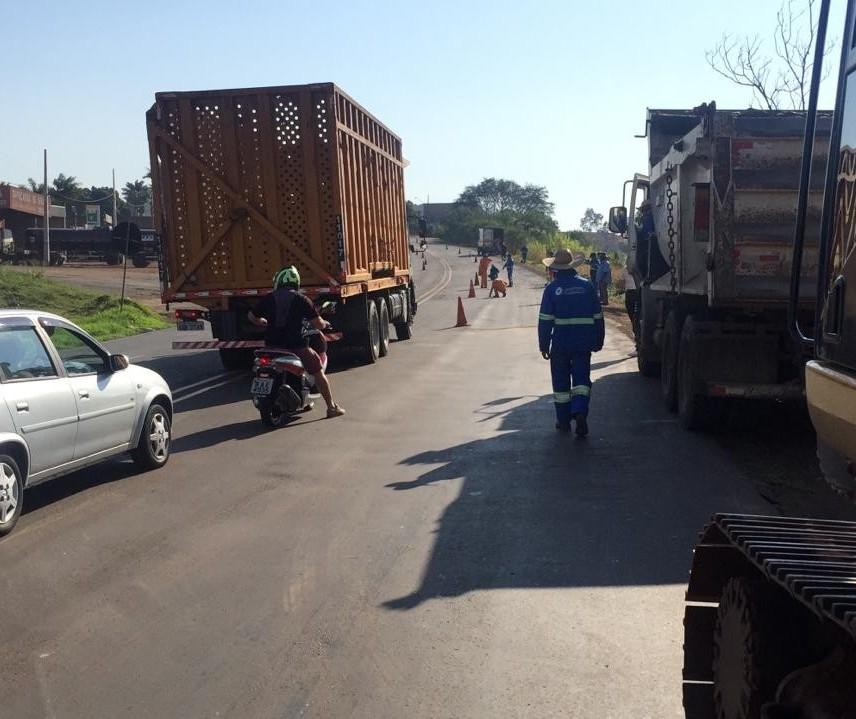 Obras do Contorno Sul são retomadas e prefeito anuncia recursos para recape de asfalto em toda a cidade
