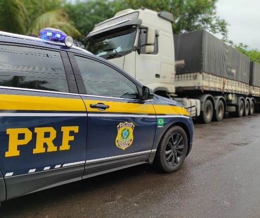 Motorista é preso com carreta e 50 toneladas de soja furtadas