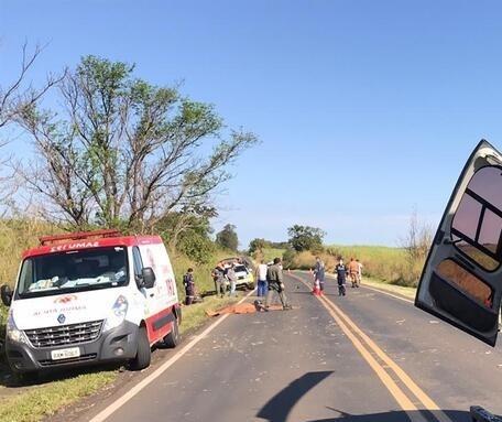 Motociclista bate contra carreta e morre na PR-317