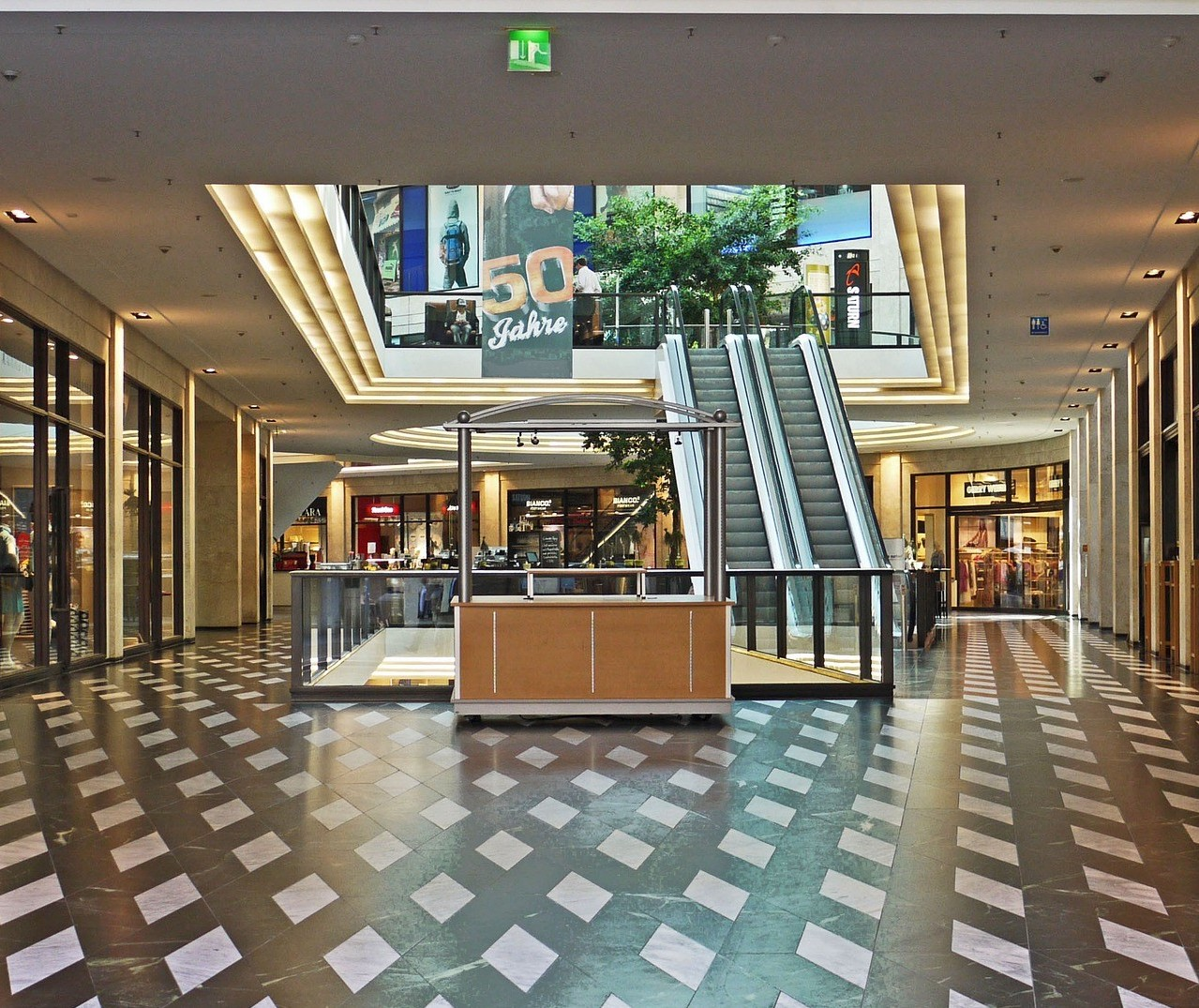 Shoppings centers querem voltar a atender aos sábados e domingos