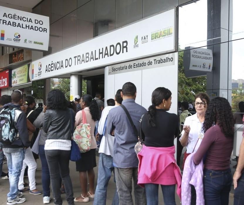Desemprego diante da pandemia tem ligeira queda, aponta IBGE
