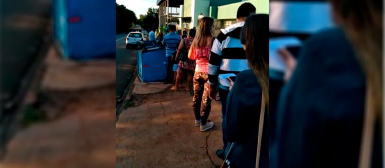 Ouvinte de Sarandi registra fila sem distanciamento em unidade de saúde