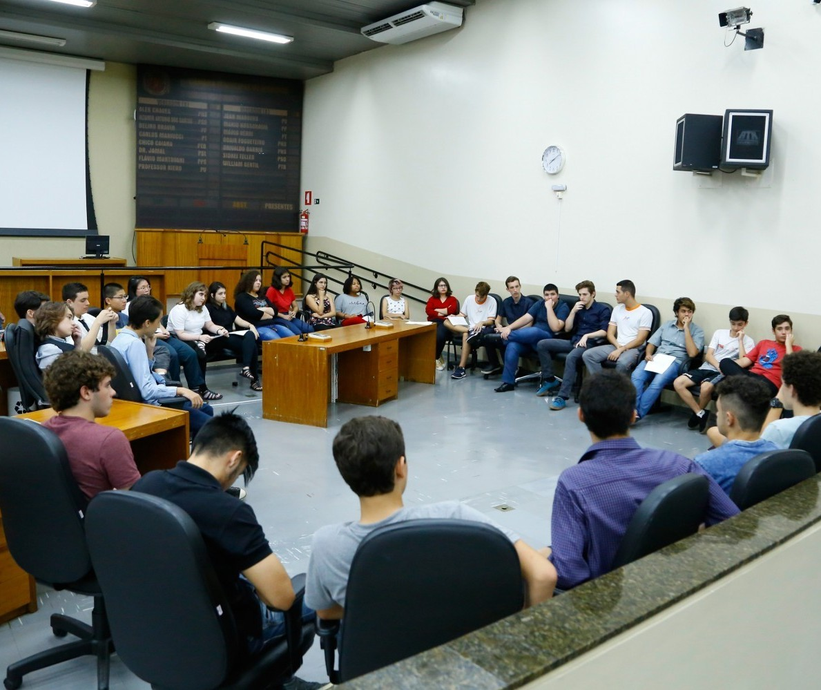 Escola Legislativa se adapta em Maringá