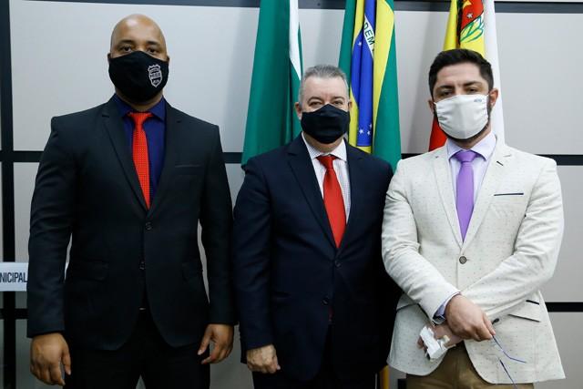 Os integrantes da Comissão de Constituição e Justiça são Delegado Luiz Alves (vice), Sidnei Telles (presidente) e Flávio Mantovani (membro) (foto: CMM/divuglação)