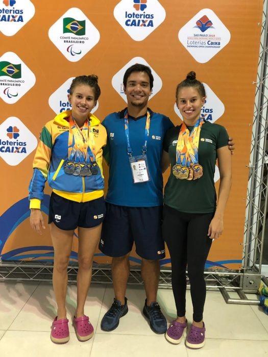 Beatriz e Débora Borges (natação)