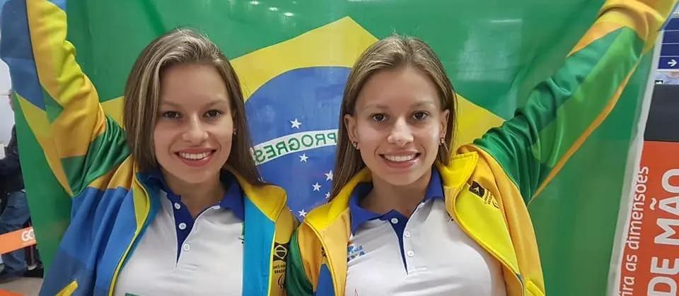 Nadadoras Débora e Beatriz Carneiro (foto: arquivo pessoal)