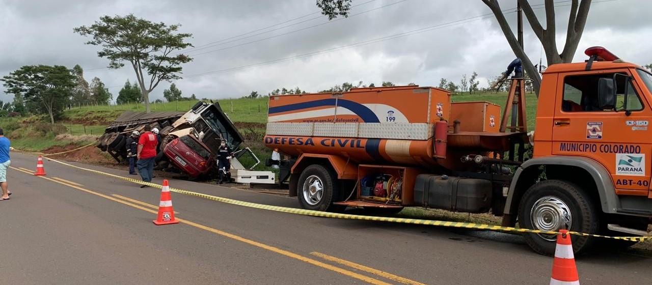 Colisão frontal entre carro e caminhão mata duas pessoas