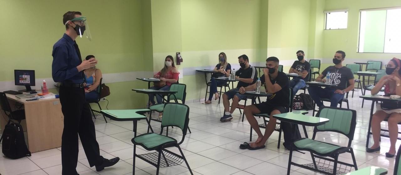 Centro universitário retoma aulas presenciais de pós-graduação