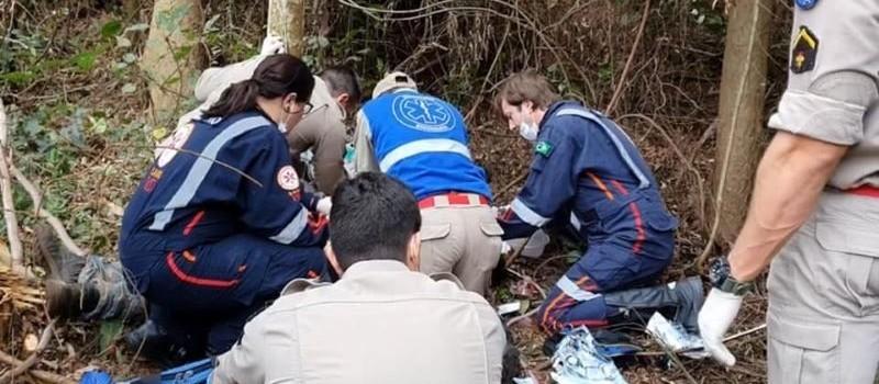 Trabalhador morre após ser atingido por galho de árvore