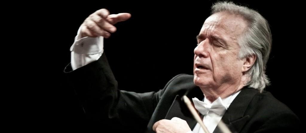 Maestro João Carlos Martins rege espetáculo com cerca 170 integrantes