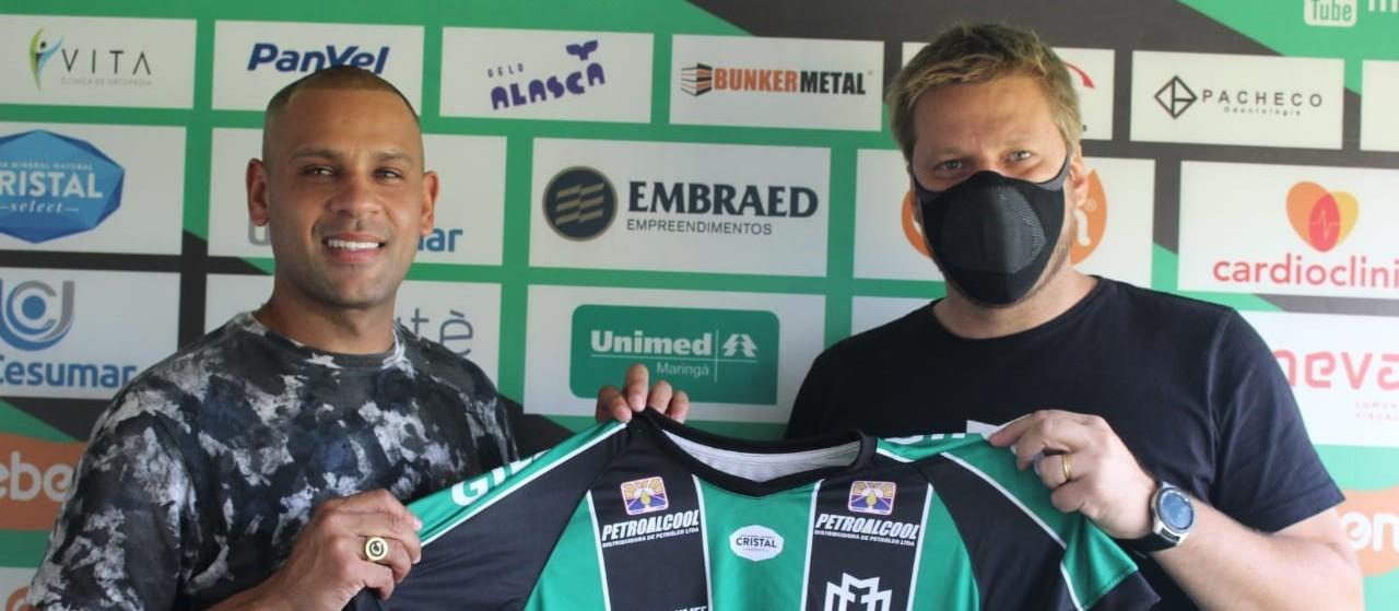 Maringá FC anuncia contratação do lateral-esquerdo Carlinhos, bicampeão Brasileiro pelo Fluminense