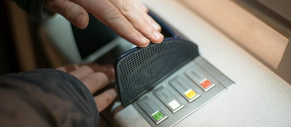 Portabilidade bancária ajuda a controlar as contas e reduzir gastos