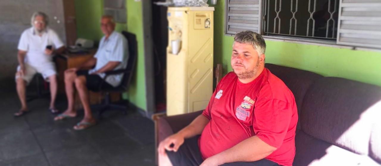 """Comerciante que desmaiou ao ser rendido por guardas municipais diz que ação foi """"covarde"""""""