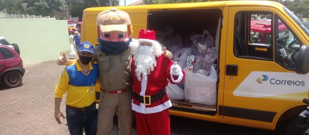 Bombeiros adotam cartinhas do Papai Noel dos Correios