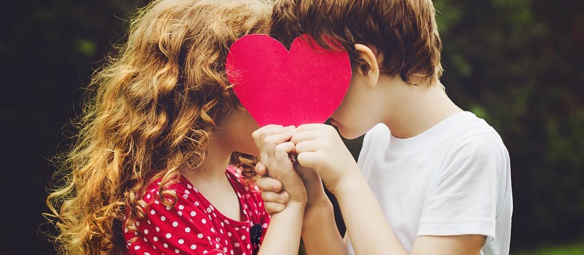 Namoro é para gente grande, criança brinca