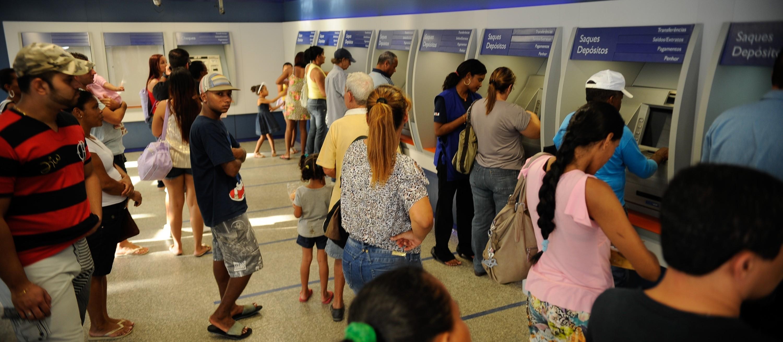 Sindicato dos bancários alerta para aglomerações em agências