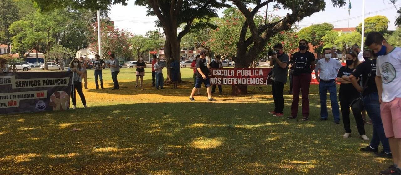 Servidores públicos protestam contra a reforma administrativa
