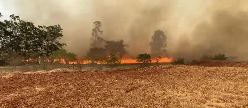 Incêndio atinge caminhão pipa e trabalhador morre carbonizado na região