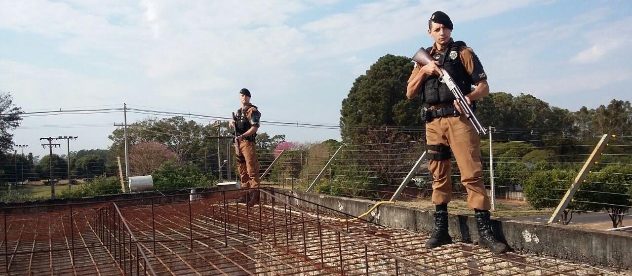 Operação bate-grade em Loanda apreende 68 celulares, além de carregadores, droga e armas artesanais