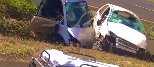 Carros caem na canaleta e três ficam feridos na BR-376, em Maringá