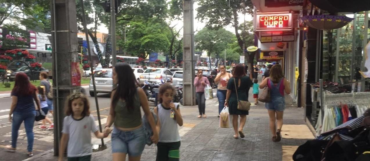 Comércio muda horário: funciona das 10h às 20h em Maringá de terça (05) a sexta (08)