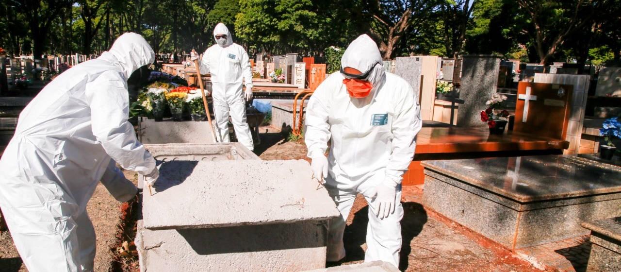 Prefeitura compra 300 macacões para servidores do cemitério municipal de Maringá