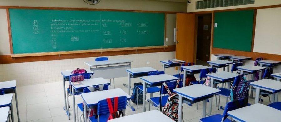 Novo decreto libera aulas presenciais e prorroga medidas contra Covid-19