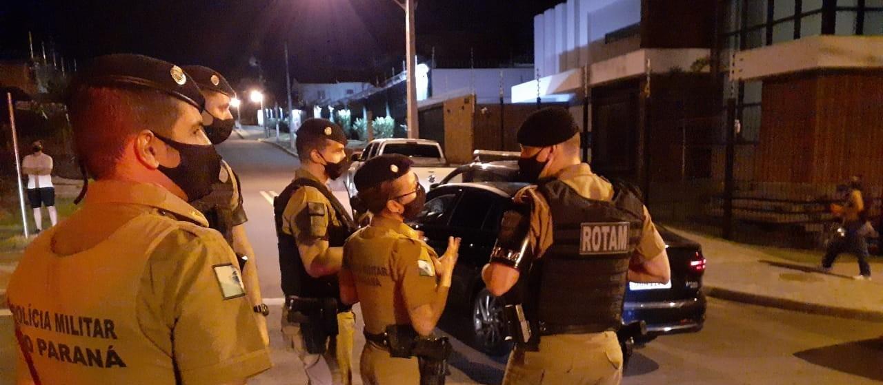 GGI flagra festa clandestina em rua sem saída em Maringá