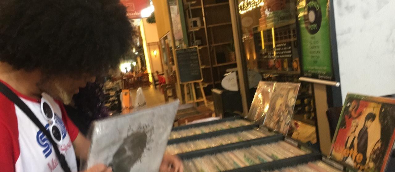 Vinil se torna paixão de jovens que nasceram na era do CD