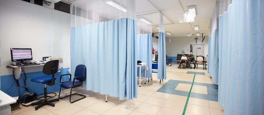 Hospitais suspendem visitas e restringem acesso de acompanhantes