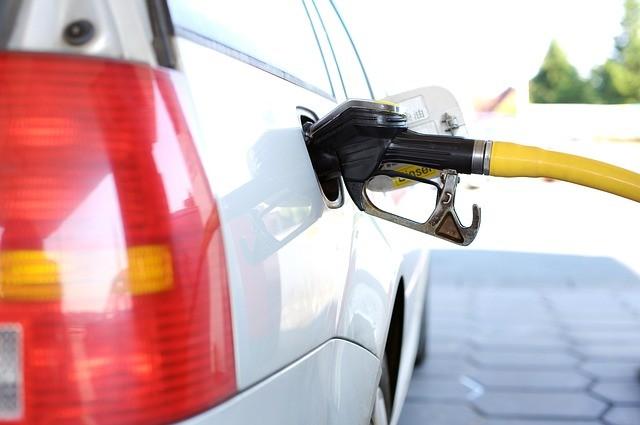 Lucro dos postos de combustíveis com a variação de preço da gasolina