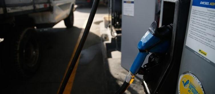 Programa para amenizar impacto dos combustíveis e das tarifas de água e luz deve ser anunciado em outubro