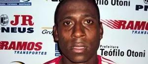 Ex-jogador de futebol morre em acidente de moto em Maringá