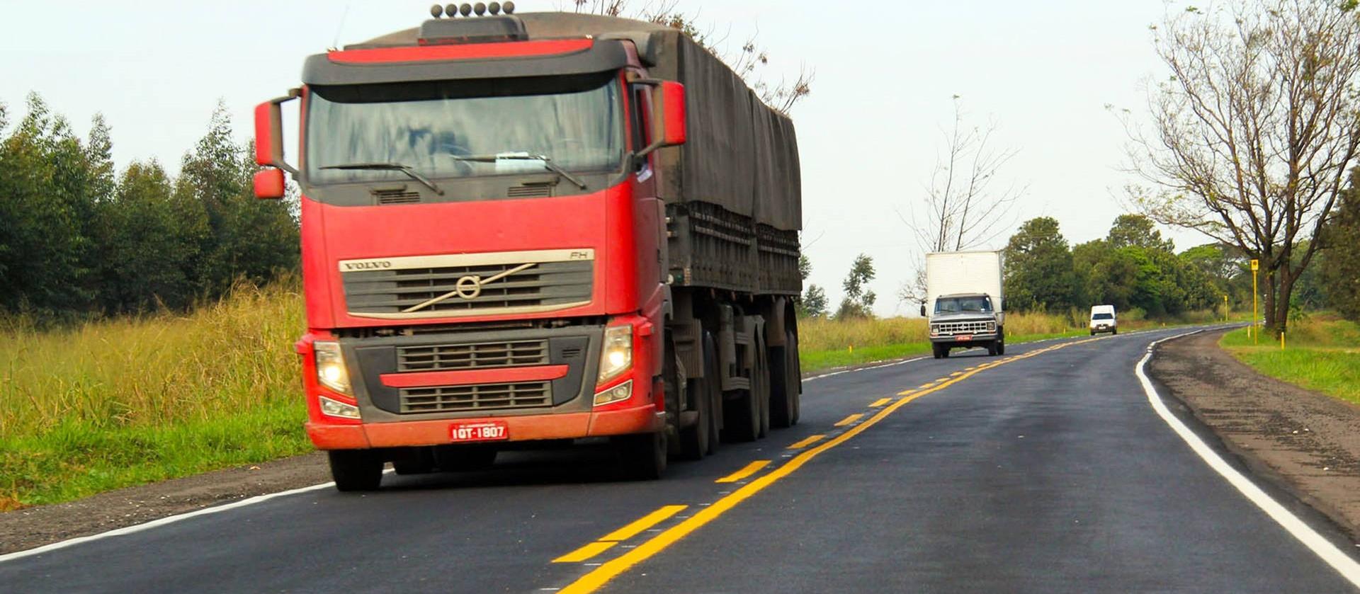 Alta do dólar, do petróleo e do aço elevou o custo do transporte de cargas