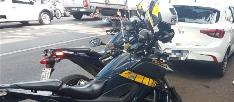 Em Maringá, PRF recupera carro roubado no RJ e prende motorista em flagrante