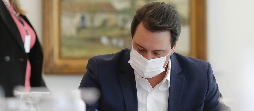 Aprovação do governador Ratinho Júnior sobe e chega a 77%