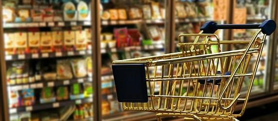 Liminar permite funcionamento de seis redes de supermercados aos domingos