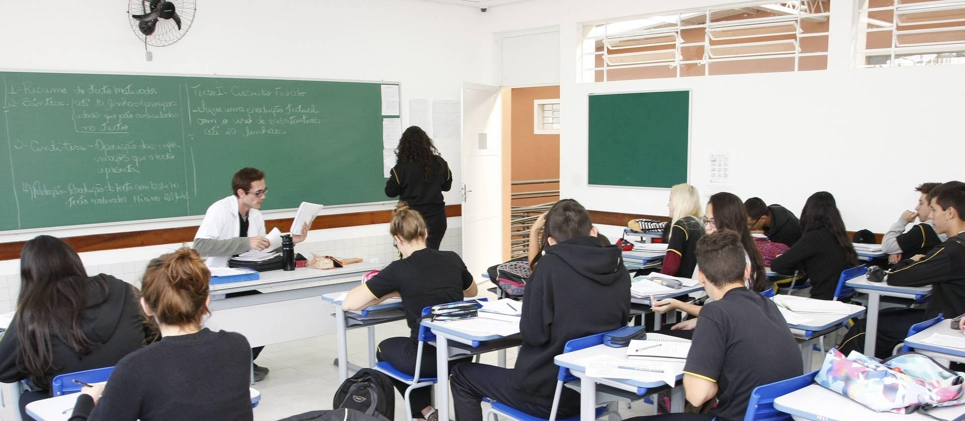 Governo do Paraná autoriza atendimento extracurricular em escolas