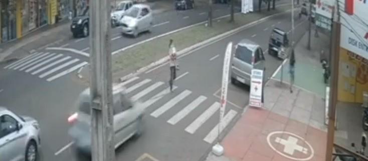Motorista suspeito de atropelar avô e neta em Maringá se apresenta à polícia