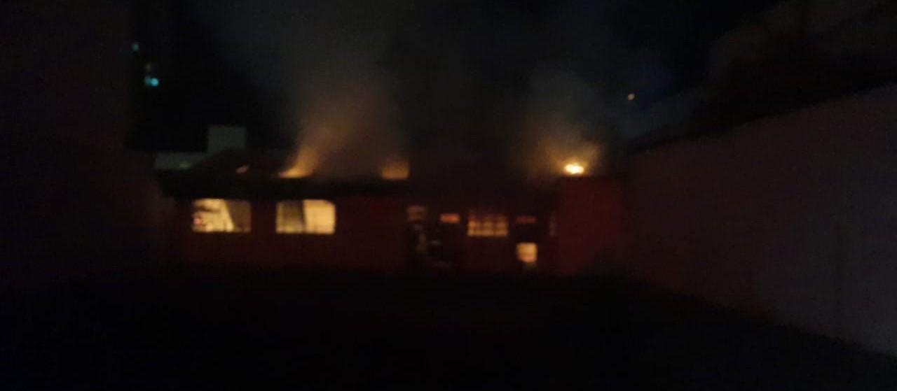 Incêndio destrói depósito de Igreja na Vila Operária, em Maringá