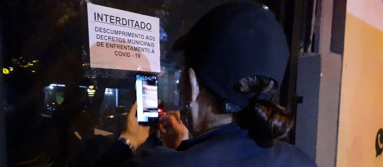 GGI aciona reforço durante fiscalização em bar que descumpria decreto