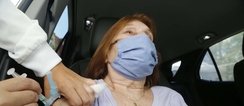 Maringá vai diminuir dois anos por dia na vacinação contra o coronavírus a partir da semana que vem