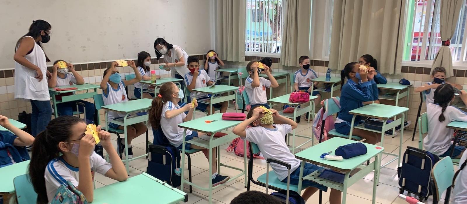 No projeto Micromundo alunos da rede municipal têm aulas com microscópio