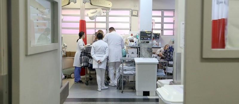 Sobe o número de profissionais da saúde contaminados em Maringá