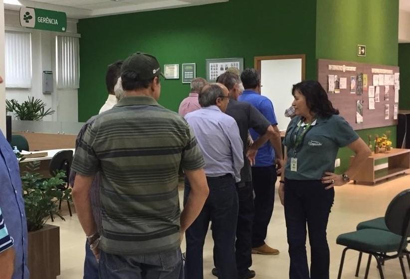 Cooperativa de Maringá distribui 'sobras' a produtores rurais