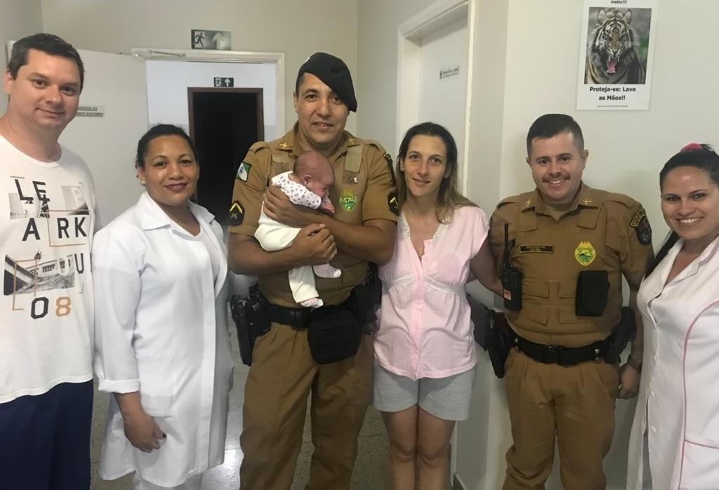Policiais salvam recém-nascida que engasgou em Cianorte