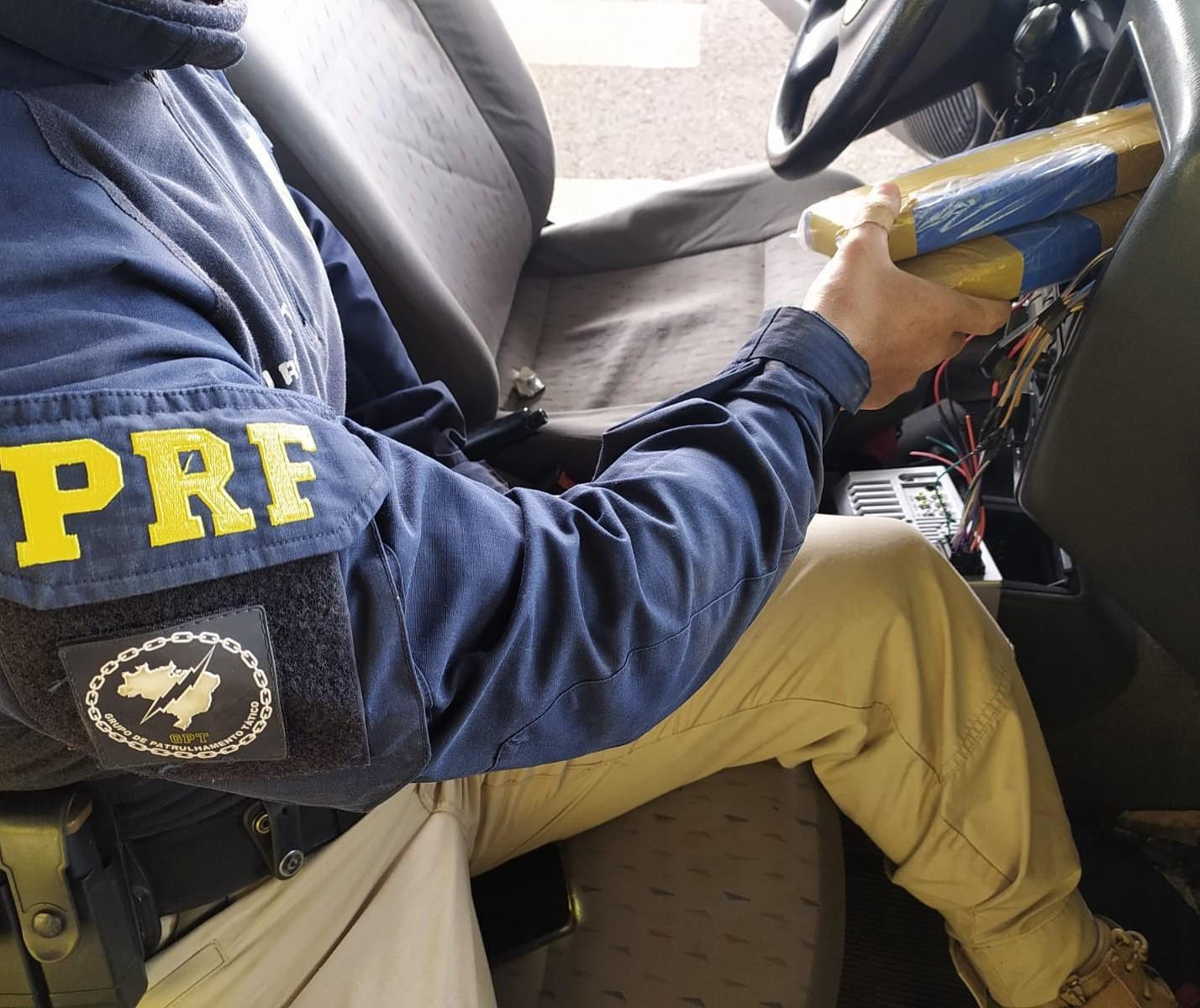 Skank e maconha são apreendidos em fundo falso de veículo em Mandaguari