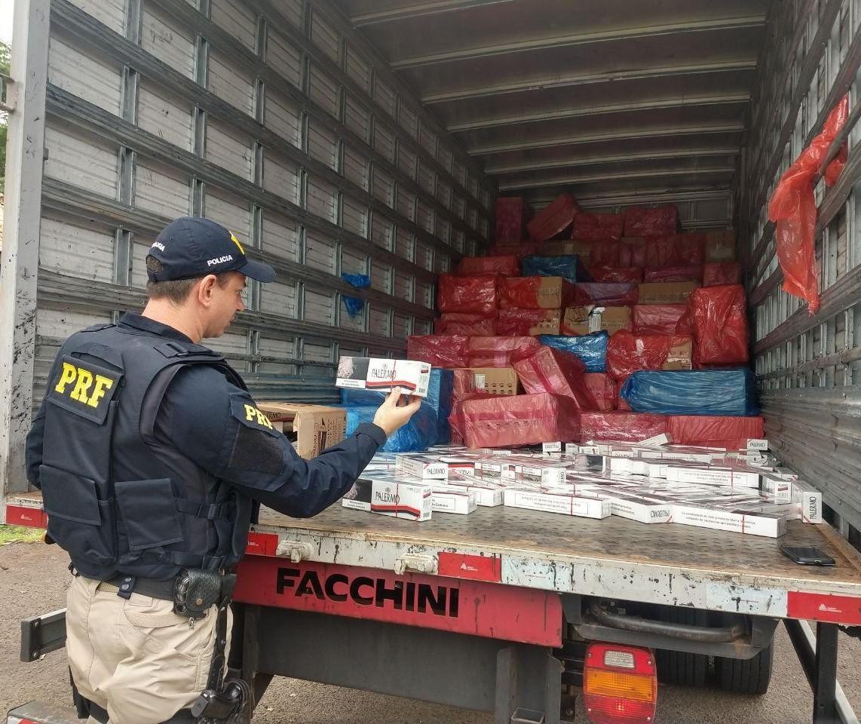 Quase cinco toneladas de maconha foram apreendidas pela PRF no norte do Paraná